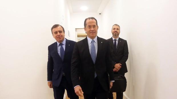Juan Carlos Escotet, presidente de Abanca (centro)