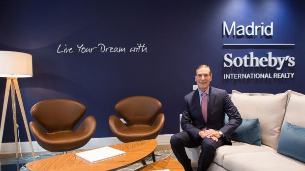 Philip A. White, Jr, presidente de Sotheby´s, en la nueva oficina que ha abierto la inmobiliaria en Madrid