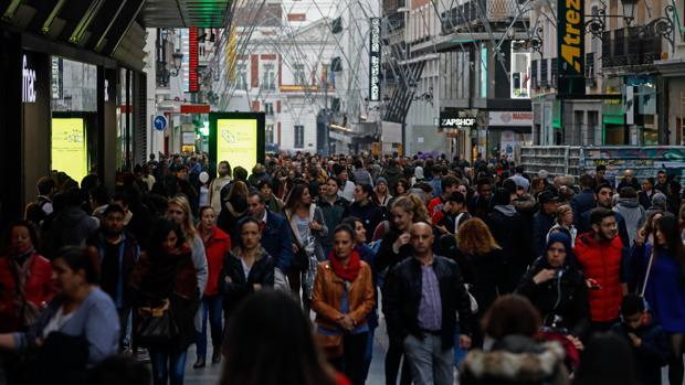 Fotografía de archivo del centro de Madrid durante la jornada de Black Friday del año pasado
