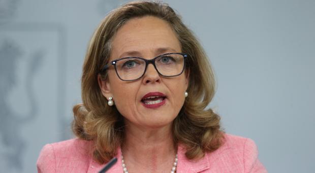 «No es bueno mezclar el Presupuesto con cosas que no tienen nada que ver», dice Calviño