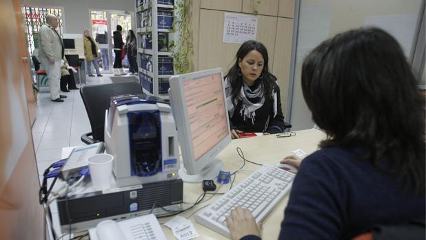 El presidente del IEE, José Luis Feito, avisa que «los impuestos no los pagan las empresas, sino las personas».
