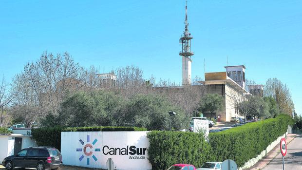 Las ruinosas empresas del Gobierno andaluz que cada año reparten mil millones en sueldos
