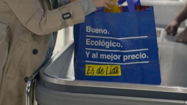 Lidl ha eliminado todas las bolsas de plástico de sus 550 establecimientos en España
