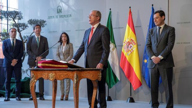 Rogelio velasco, nuevo consejero de Economía, en el acto de toma de posesión del cargo
