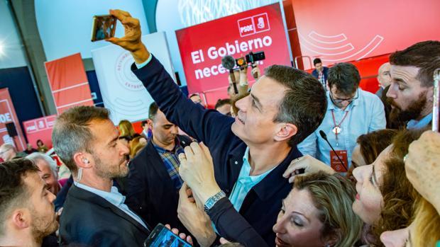 Pedro Sánchez, presidente del Gobierno en un acto de la precampaña para el 28 de abril