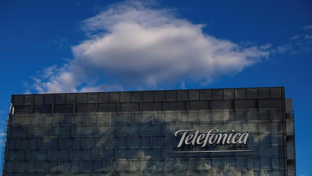 La operadora española anunció ayer la venta de tres filiales a Millicom por unos 1.455 millones, con lo que completa la desinversión en Centroamérica
