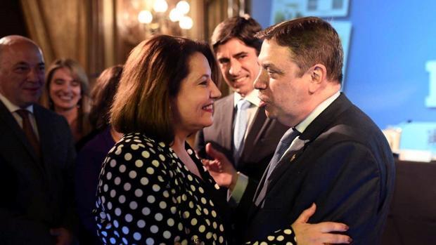 La consejera Carmen Crespo con el ministro de Agricultura, Luis Planas