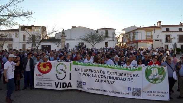 Manifestación, ayer, en la comarca de Almaraz, contra el cierre de la central