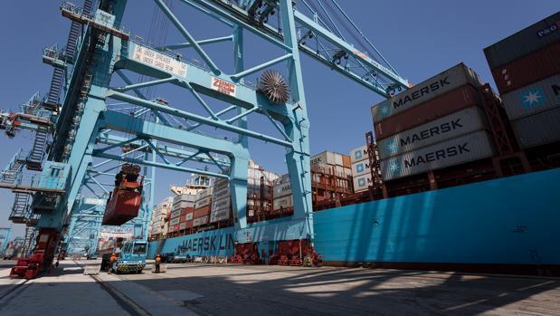 Las importaciones han crecido un 0,9%, hasta los 27.009 millones de euros.