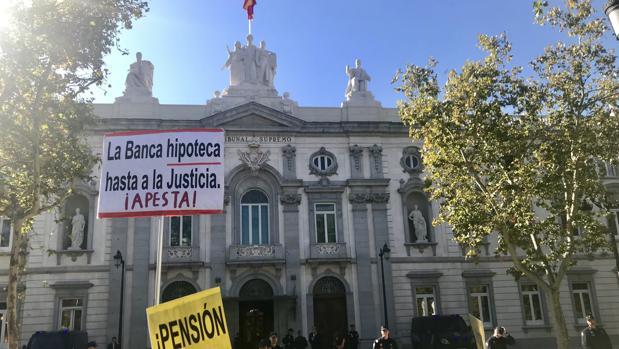 La Justicia europea da vía libre a la banca a desahuciar por tres impagos aunque haya cláusula abusiva