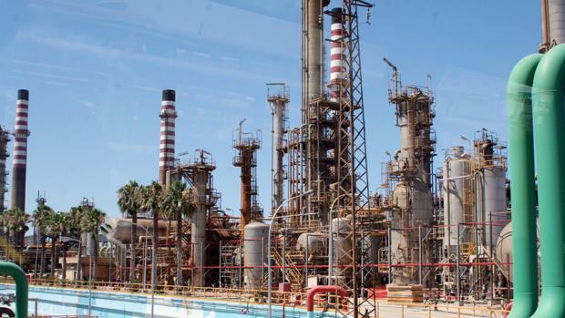 Vista de la Refinería San Roque de Cepsa