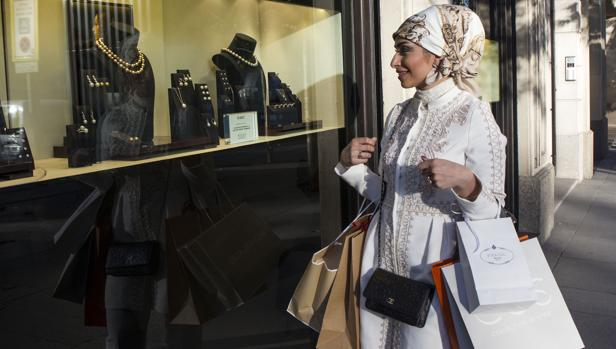 España tropieza en el gran salto adelante del turismo de compras