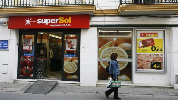 La empresa de distribución Supersol negocia un ERE que afectará a 404 trabajadores