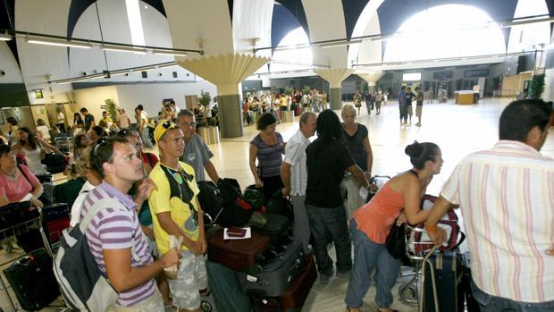 Los sevillanos presentan cada año más de 700 reclamaciones a las aerolíneas