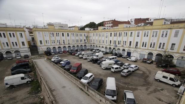 Más de 70 viviendas del edificio Pinillos de Sevilla saldrán a subasta