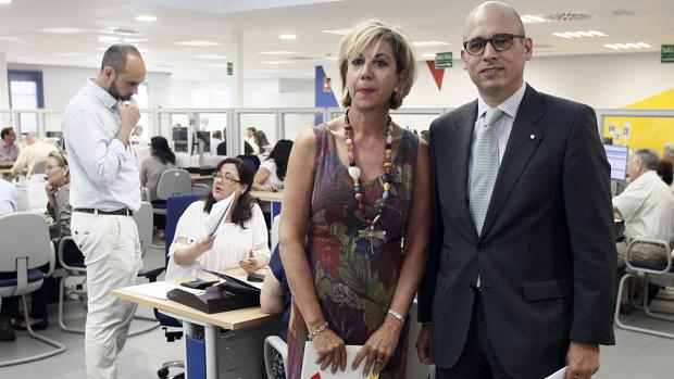 Pilar Fernández Marin, delegada Especial AEAT en Andalucía, Ceuta y Melilla, y Domingo Moreno Machuca, director General Agencia Tributaria Andalucía