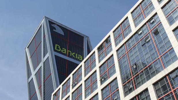 Los procesos de fusiones de entidades bancarias dieron lugar a nuevas marcas, como el ejemplo de Bankia que provenía de Caja Madrid y Bancaja