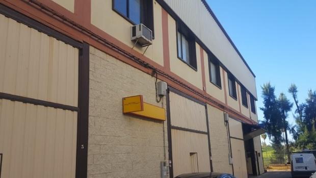 Nave industrial a la venta por 93.000 euros en el polígono Pisa de Mairena del Aljarafe, con un descuento del 22%
