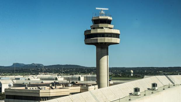 Torre de control situada en el aeropuerto de Palma de Mallorca