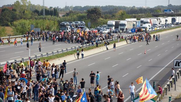 Los transportistas se dejan 25 millones al día por las revueltas de Cataluña