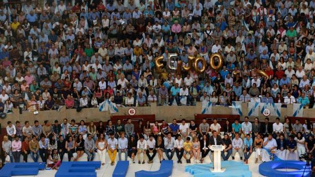 Feijóo durante su intervención ayer en el mitin celebrado en la plaza de toros de Pontevedra