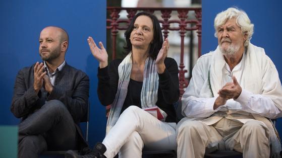 La diputada Carolina Bescansa con el candidato a la Xunta por En Marea Luis Villares en Orense