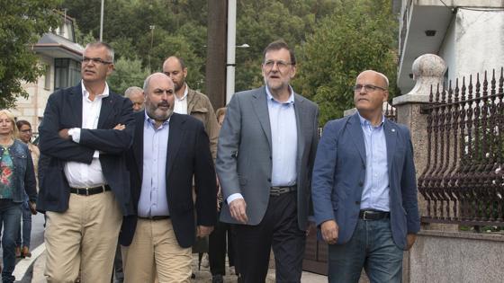 El jefe del Gobierno, Mariano Rajoy junto a Santiago Villanueva, Manuel Baltar y Antonio Montero