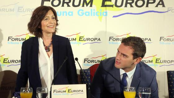 Albert Rivera, junto a la candidata a la presidencia de la Xunta por C's, Cristina Losada