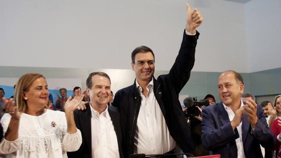 Pedro Sánchez, en Vigo junto a Silva, Caballero y Leiceaga (de izquierda a derecha)