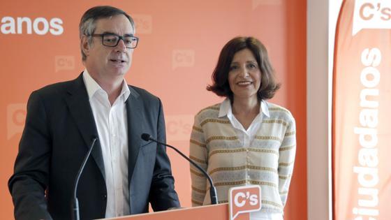 Villegas en Santiago, junto a la candidata a la Presidencia de la Xunta Cristina Losada