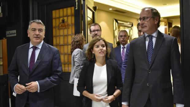 Soraya Sáenz de Santamaría arropó en Bilbao a Alfonso Alonso, candidato a lendakari
