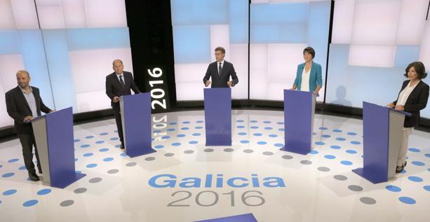 Los candidatos minutos antes de inciarse el debate del pasado lunes