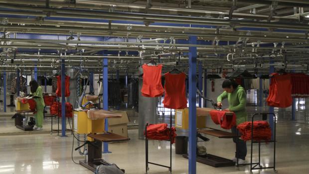 Área de planchado de la factoría de Inditex en Arteixo