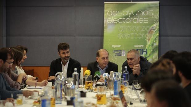 El candidato socialista en el desyuno informativo en La Coruña