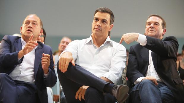 Leiceaga, Sánchez y Caballero, durante el mitin de Vigo