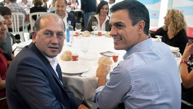 Fernández Leiceaga con Pedro Sánchez durante un acto electoral