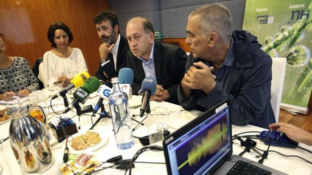 El socialista Fernández Leiceaga durante un desayuno informativo ayer en La Coruña
