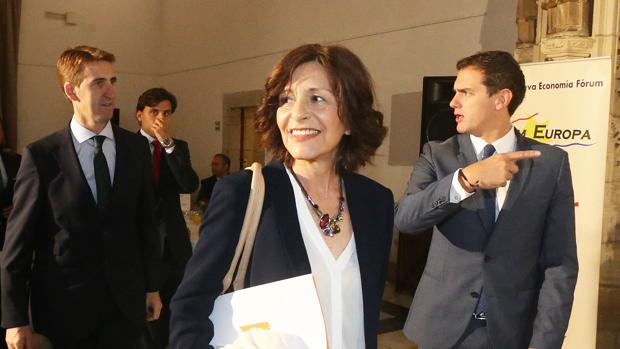 Cristina Losada, acompañada por Albert Rivera en el desayuno informativo de Fórun Europa
