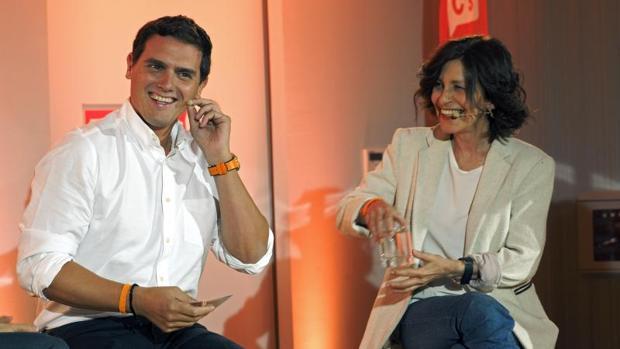 Albert Rivera, junto a la candidata en Galicia, Cristina Losada