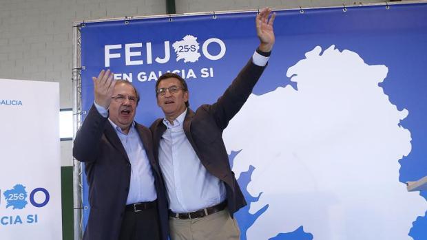 Herrera junto a Núñez Feijóo durante un acto de la campaña gallega