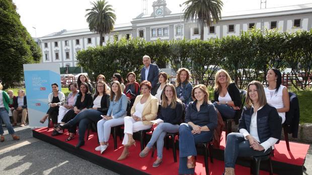 Las mujeres socialistas ocuparon la plaza de la Palloza de la capital herculina