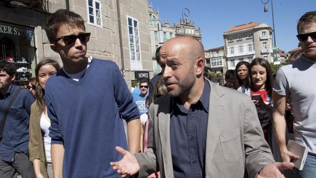 El secretario Político de Podemos, Errejón, con el candidato de En Marea, Luis Villares, en Pontevedra