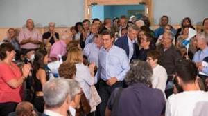 Feijóo evita todo triunfalismo con los sondeos y tilda cada voto de «decisivo»
