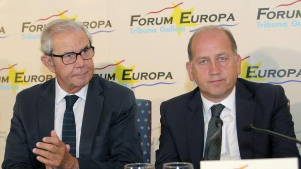 Leiceaga estuvo acompañado por el expresidente Pérez Touriño en el desayuno del Fórum en Santiago