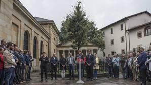 Rajoy y Sánchez, de campaña vasca entre «gildas» y en euskera