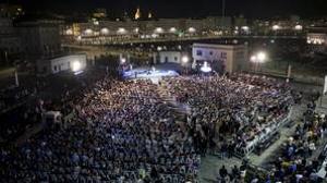 Feijóo pide el voto «por todo lo que queda por hacer» en otro multitudinario mitin en La coruña