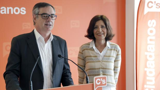 José Manuel Villegas y Cristina Losada en la sede de Ciudadanos en Santiago