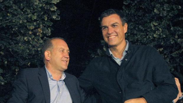 Sánchez junto a Leiceaga en un acto durante la última jornada de la campaña electoral