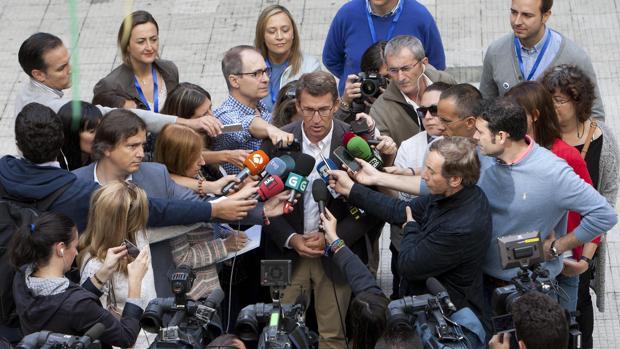 Alberto Núñez Feijóo, en Vigo después de ejercer su derecho al voto