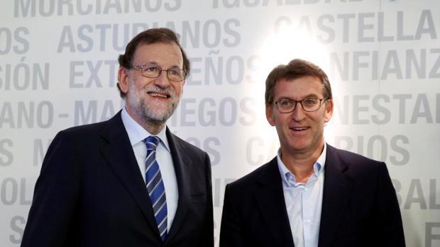 Rajoy y Feijóo, ayer durante su encuentro en la ejecutiva del partido en la que se analizaron los resultados